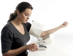 Blutdruckmessgerät Oberarm Omron SpotArm i-Q 142